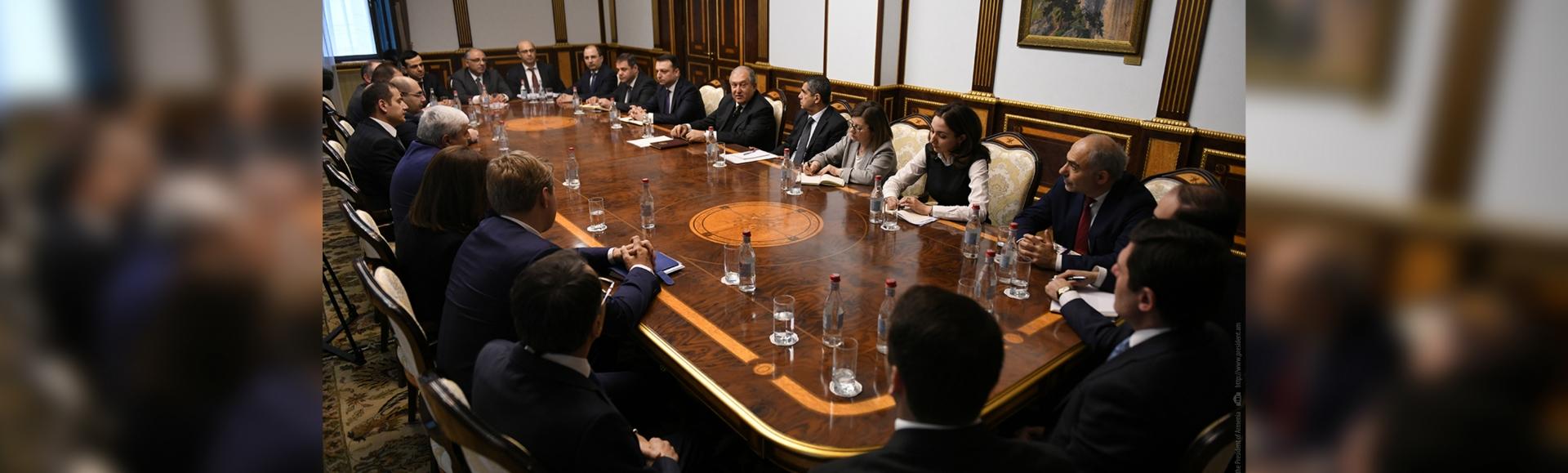 Հանրապետության նախագահը հանդիպել է ՀՀ բանկերի ղեկավարների և ներկայացուցիչների հետ
